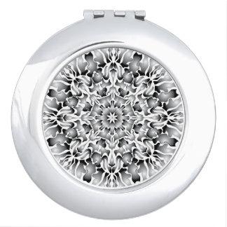 銀製の炎のコンパクトの鏡