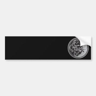 銀製の背景が付いているBullの紋章 バンパーステッカー
