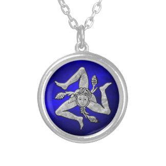 銀製の青のシシリアのTrinacria シルバープレートネックレス