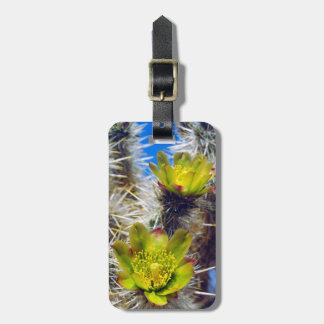 銀製のChollaのサボテンの野生の花 ラゲッジタグ