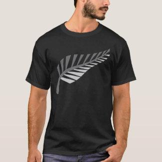 銀製シダの素晴らしいニュージーランドのイメージ Tシャツ