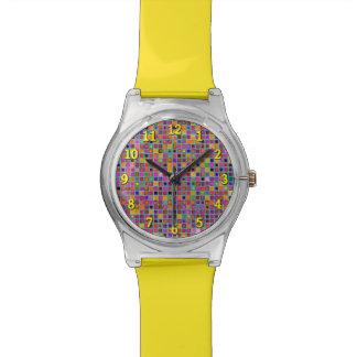 錆および紫色の素朴な「粘土」のタイルパターン 腕時計