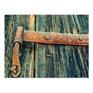 錆ついた古い納屋の大戸の背出し蝶番 ポストカード