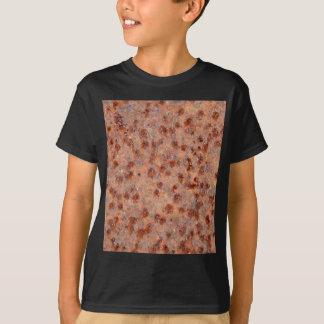 錆ついた鉄シートのマクロ写真 Tシャツ
