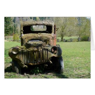 錆つかせた古いぽんこつ自動車のトラック カード