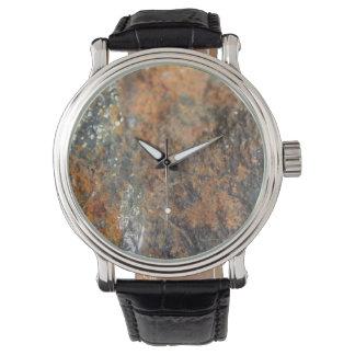 錆の灰色白の鉱物の質 腕時計