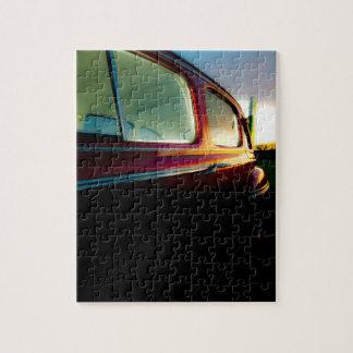 錫が付いているクラシックなアメリカ車のパズルかジグソーパズル ジグソーパズル