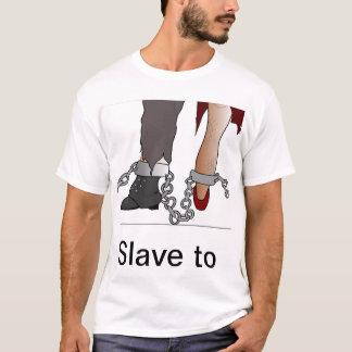 鎖でつながれる Tシャツ