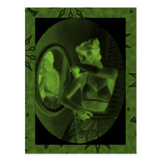 鏡を見るヴィンテージのコルセットマツ ポストカード