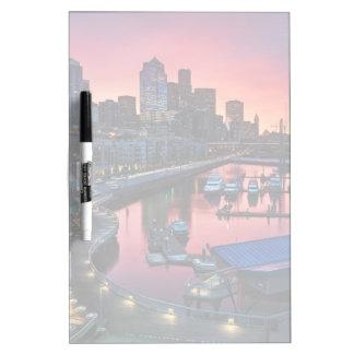 鐘港で見る桟橋66の日の出 ホワイトボード