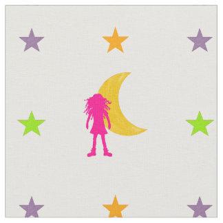長いカーリーヘアーを搭載する女の子および月および星 ファブリック