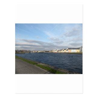 長い歩行および川Corrib ポストカード