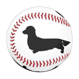 長い毛のダックスフントの野球 野球ボール