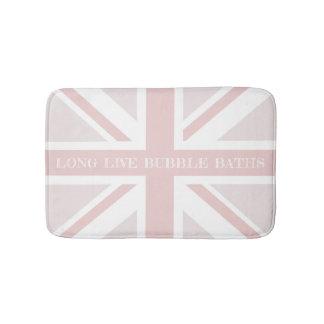 長くピンクのイギリスの旗のバス・マットは泡風呂の住んでいます バスマット