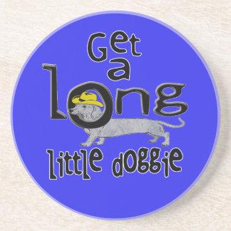長く小さい小犬に小型ダックスフント犬を得て下さい コースター