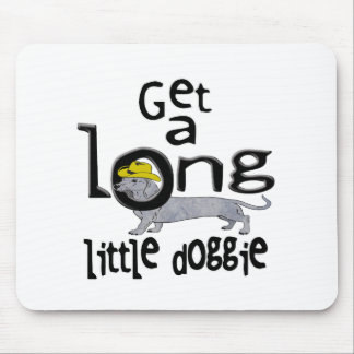 長く小さい小犬に小型ダックスフント犬を得て下さい マウスパッド