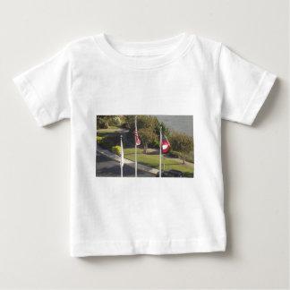長所Pulaskiのサバンナジョージアからの旗 ベビーTシャツ