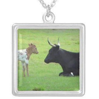 長角牛牛及び子牛のネックレス シルバープレートネックレス