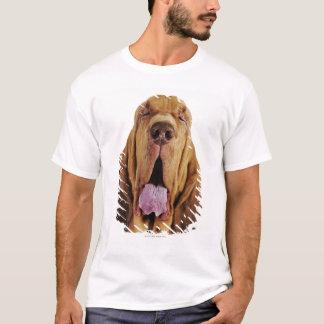 閉鎖した目を持つブラッドハウンド(St.ヒューバートの猟犬)、 Tシャツ