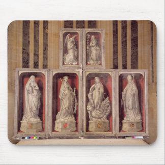 閉鎖した祭壇の背後の飾りのパネルの眺め マウスパッド