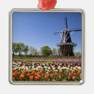 開花のチューリップが付いている風車の島公園の メタルオーナメント