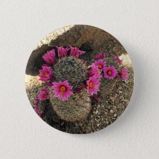 開花のピンクのサボテン 5.7CM 丸型バッジ