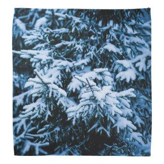 降雪の冬のクリスマスツリー バンダナ