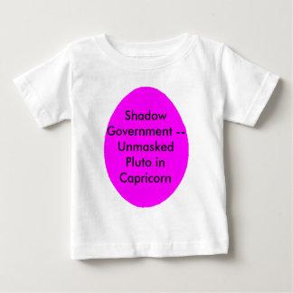 陰の政府 -- 山羊座の暴露されたプルート ベビーTシャツ