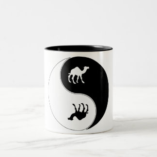 陰陽のラクダ ツートーンマグカップ