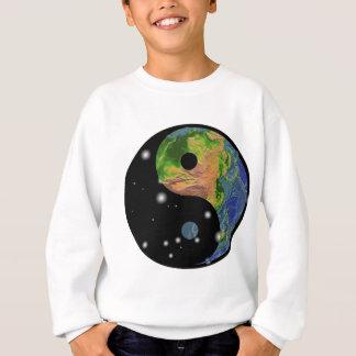 陰陽の地球のTシャツ スウェットシャツ