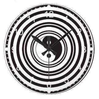 陰陽の白黒の同心円パターン ラージ壁時計