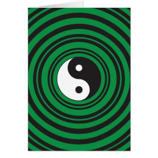 陰陽の緑の同心円のさざ波のリング カード
