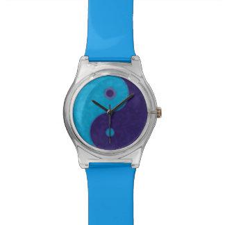 陰陽の青の記号 腕時計