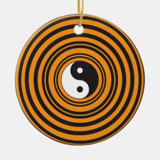 陰陽のTaijituの記号のオレンジ黒い円 セラミックオーナメント