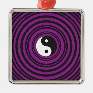 陰陽のTaijituの記号の紫色の黒い円 メタルオーナメント