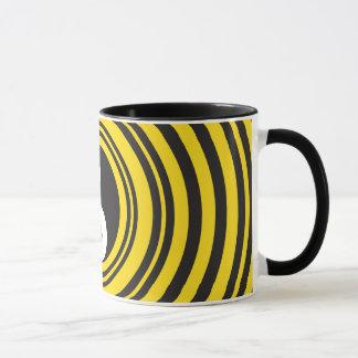 陰陽のTaijituの記号の黄色の黒のさざ波 マグカップ