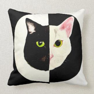 陰陽猫の白黒クッション クッション