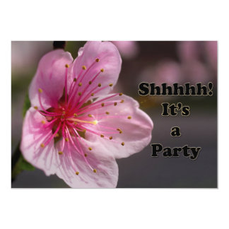 陶工のエレガントな花のびっくりパーティの招待 カード