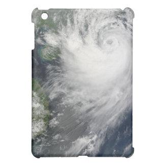 陸地初認に近づく熱帯嵐Koppu iPad Miniカバー