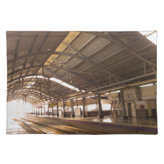 陸標は素晴らしいデリーの地下鉄の鉄道を美化します ランチョンマット