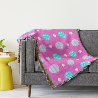 陽気で甘いピンクの多彩なイースターエッグパターン スローブランケット