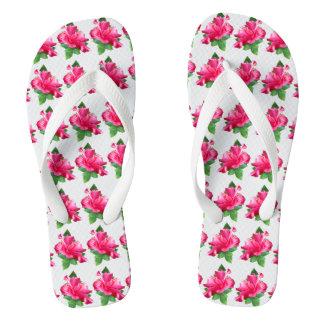 陽気なピンクのハイビスカスはパターン咲きます ビーチサンダル