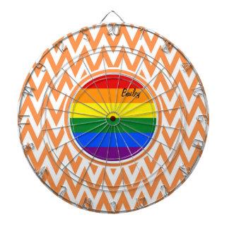 陽気な旗; オレンジおよび白いシェブロン ダーツボード