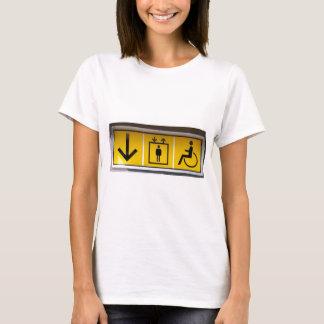 障壁自由アクセスローカル公衆輸送 Tシャツ
