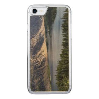 隠された湖はグレーシャー国立公園モンタナを見落とします CARVED iPhone 8/7 ケース