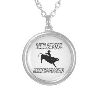 雄牛の乗馬のデザイン シルバープレートネックレス