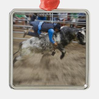 雄牛を離れて投げられるBullのライダー メタルオーナメント
