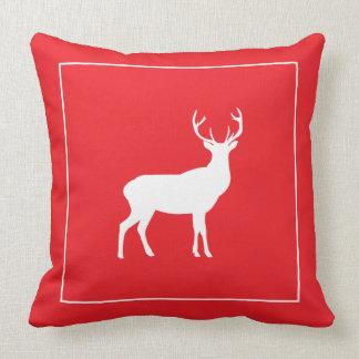 雄鹿のシカの赤いホワイトクリスマスの枕 クッション