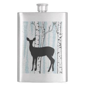 雌ジカ青いフラスコの樺の木の森林のシカ フラスク