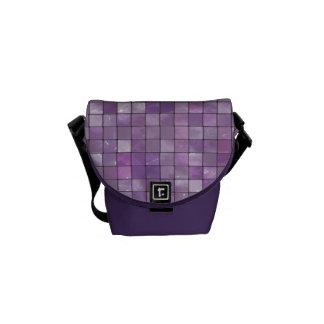 雑色の紫色のタイルパターン クーリエバッグ